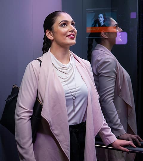 img_Woman-happy-in-elevator